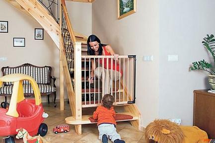Child safety gates. How to choose child door gates? FAQ