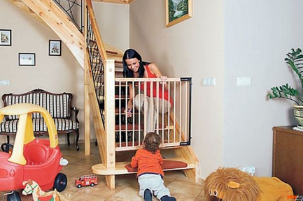 Child safety gates. How to choose child door gates? FAQ